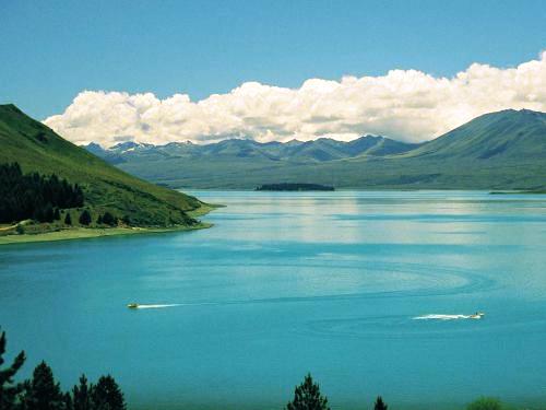 Krajobraz wody w stonowanych kolorach